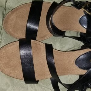 Like new Chaps Black strappy sandals